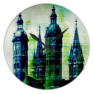 Grande Horloge Ronde Art gothique de problème de flèches de ville verte
