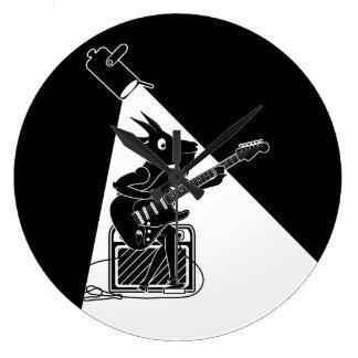 Grande Horloge Ronde Chèvre jouant une guitare