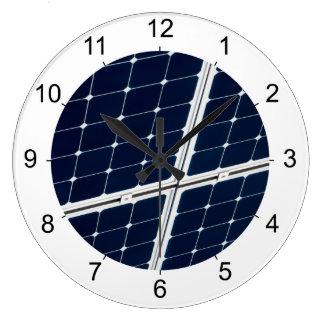 Grande Horloge Ronde Image d'un panneau d'énergie solaire drôle