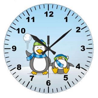 Grande Horloge Ronde Lancer des boules de neige des pingouins