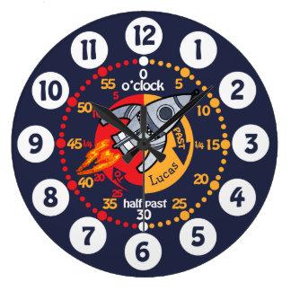 Grande Horloge Ronde Les garçons d'enfants apprennent à dire l'horloge