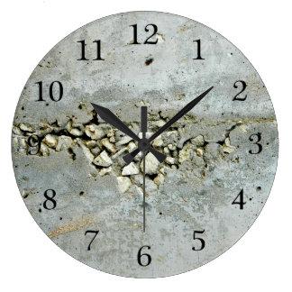 Grande Horloge Ronde Mur en béton criqué avec de petites pierres