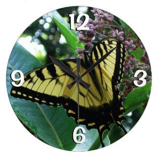 Grande Horloge Ronde Papillon de machaon I sur le Milkweed chez