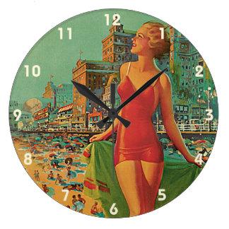 Grande Horloge Ronde Voyage vintage, blonde de plage de station de