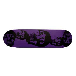 Grande planche à roulettes de pourpre de crânes skateboard