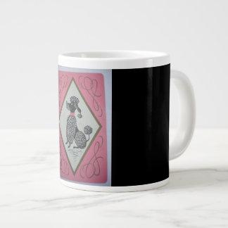 Grande tasse de café (enorme) avec le caniche,