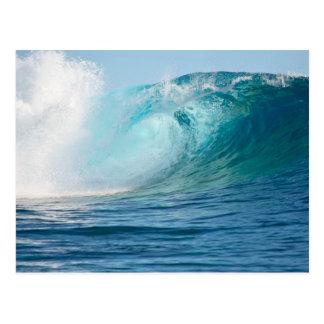 Grande vague de l'océan pacifique cassant la carte carte postale