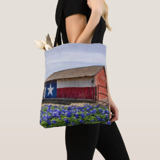 Grange avec le drapeau du Texas et le sac