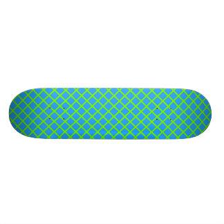Grille verte de Fluo sur la planche à roulettes Planche À Roulette Customisée
