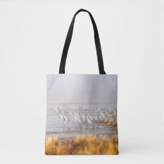 Grues au crépuscule tote bag