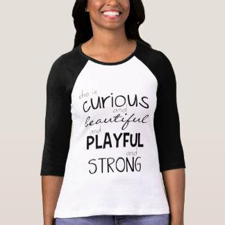 Habilitation de femme elle est puissante fort t-shirt
