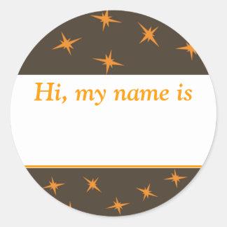 """""""Hallo, is mijn naam _"""" - Oranje Sterren op Bruin Ronde Stickers"""