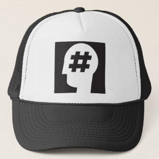 hashtag coincé dans une tête casquette