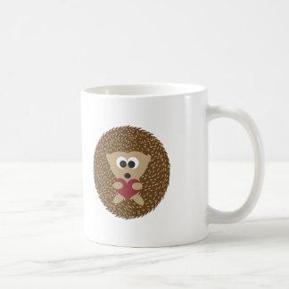 Hérisson étreignant le coeur mug