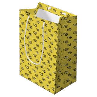 Het gele Patroon van de Bijen van de Zomer Medium Cadeauzakje