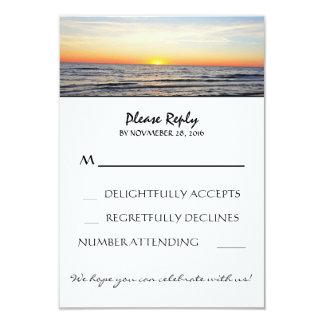 Het huwelijks rsvp kaarten van het strand