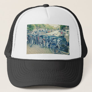 Het kanaal en de fietsen van Amsterdam Trucker Pet