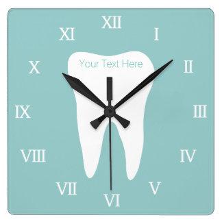 Het kantoor van de tandarts wallclock met tandlogo vierkante klok