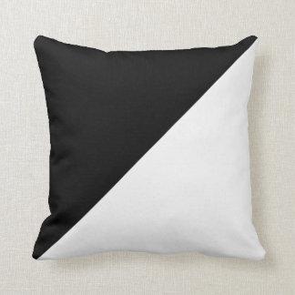 Het zwart-witte Diagonale Hoofdkussen van de Sierkussen