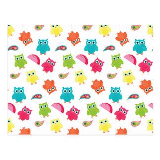 Hibou coloré mignon et conception de motif de carte postale