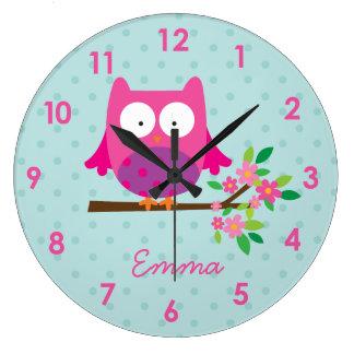 Hibou rose sur une horloge murale personnalisée