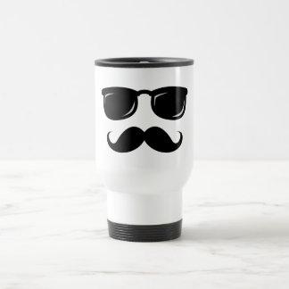 Hippie à la mode de moustache souriante incognito mug de voyage