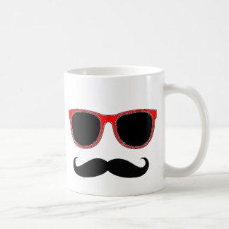 Hippie avec les nuances rouges mug blanc