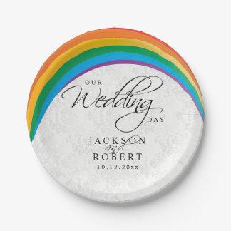 Homosexuel d'arc-en-ciel - notre jour du mariage assiettes en papier
