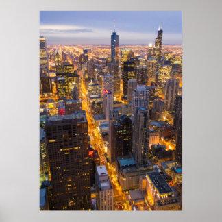 Horizon de van de binnenstad van Chicago bij schem Poster