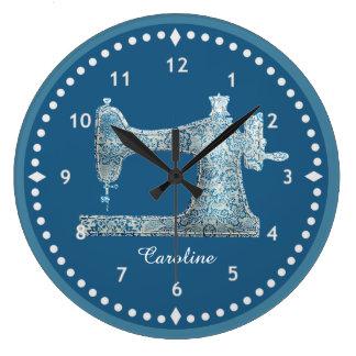 Horloge bleue de machine à coudre de damassé