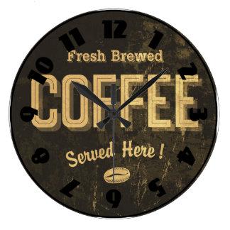 Horloge brassée fraîche de café