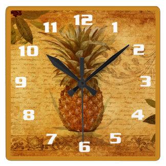 Horloge Carrée Ananas vintage et cuisine magnifique de