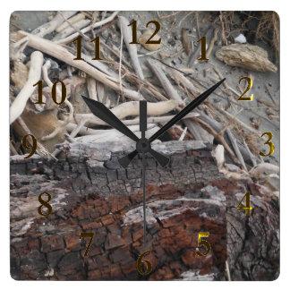 Horloge Carrée aotearoa en bois de la Nouvelle Zélande de plage