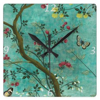 Horloge Carrée Beaux papillons antiques vintages d'arbre de fleur