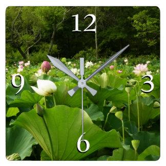 Horloge Carrée Champ des fleurs de Lotus
