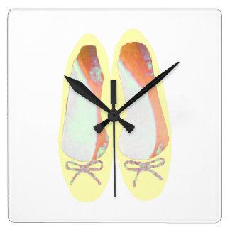 Horloge Carrée Chaussures jaunes