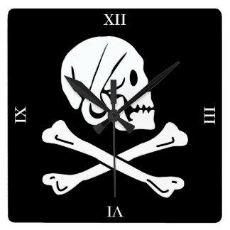 Horloge Carrée Crâne et os croisés