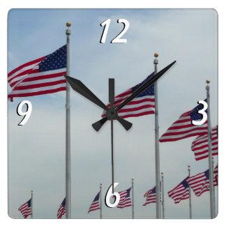 Horloge Carrée Drapeaux américains au monument de Washington