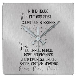 Horloge Carrée Famille dans cette Chambre, portée sur le Christ