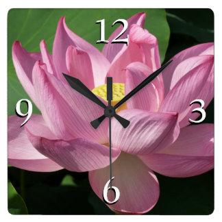 Horloge Carrée Fleur de Lotus rose IV