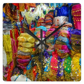 Horloge Carrée Habillement coloré de casquettes et de pantoufles