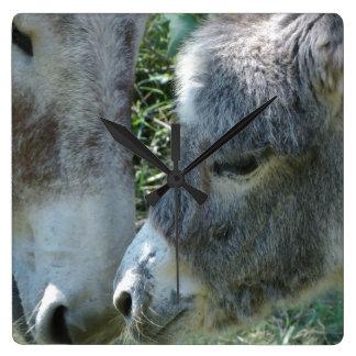 Horloge Carrée La ferme de maman animaux de bébé de famille d'âne