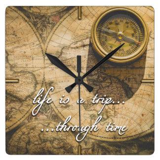 Horloge Carrée la vie est un voyage… par le temps !