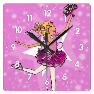 Horloge Carrée Le rose tient le premier rôle l'horloge murale