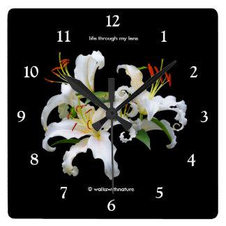 Horloge Carrée Lis orientaux blancs élégants de Casablanca