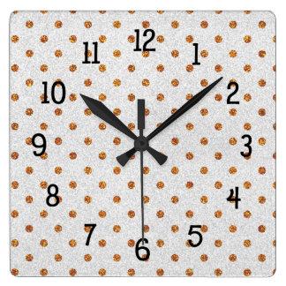 Horloge Carrée L'or pointille sur l'idée blanche de décor de