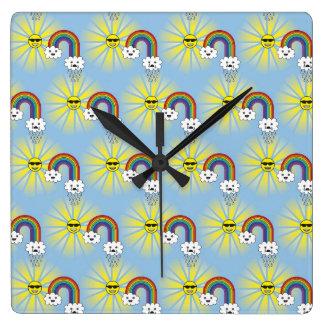 Horloge Carrée Motif de nuage et d'arc-en-ciel de Kawaii Sun