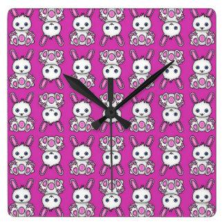 Horloge Carrée Motif rose de lapin de Kawaii