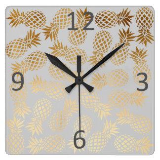 Horloge Carrée motif tropical d'ananas d'or élégant de faux