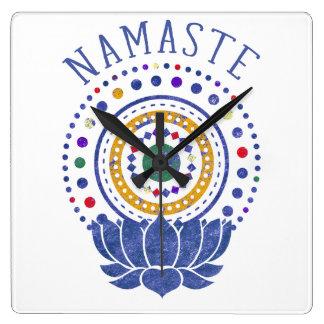 Horloge Carrée Namaste Chakra colore l'horloge de yoga